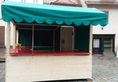 Die erste Bude der Altstadtweihnacht Fürth steht!