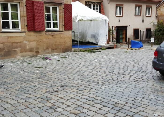 Der Männerabstellplatz der Fürther Altstadtweihnacht wird abgebaut.