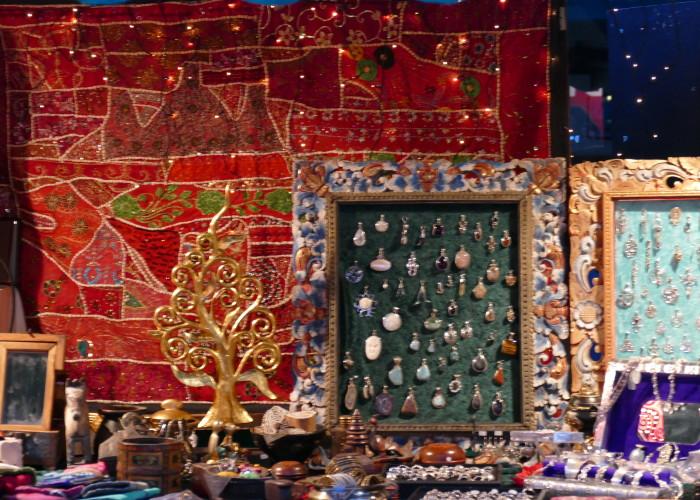 Auch exotischer Schmuck findet sich auf der Altstadtweihnacht Fürth.