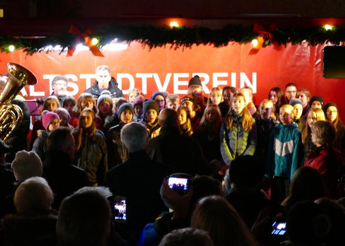 Sie sind die ersten Sänger auf der Altstadtweihnacht Fürth.