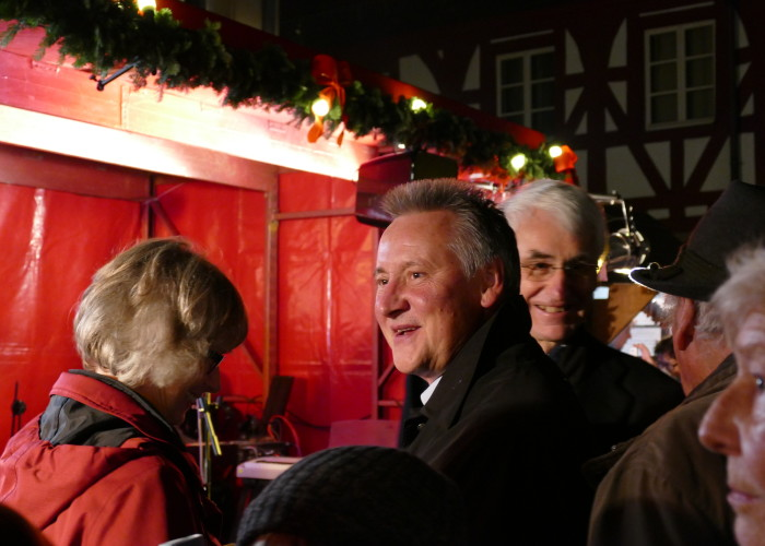 Man kennt und trifft sich auf der Fürther Altstadtweihnacht.