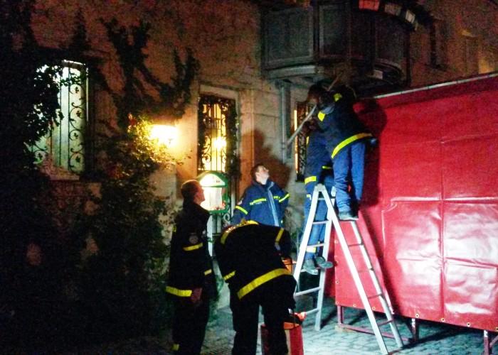 Fürther Altstadtweihnacht: Beim Aufbau der Bühne gibt es für die fleißigen Helfer viel zu tun.