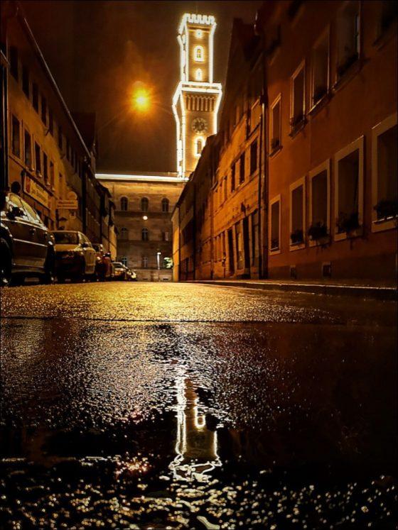 ohne Titel (Rathausturm bei Nacht)